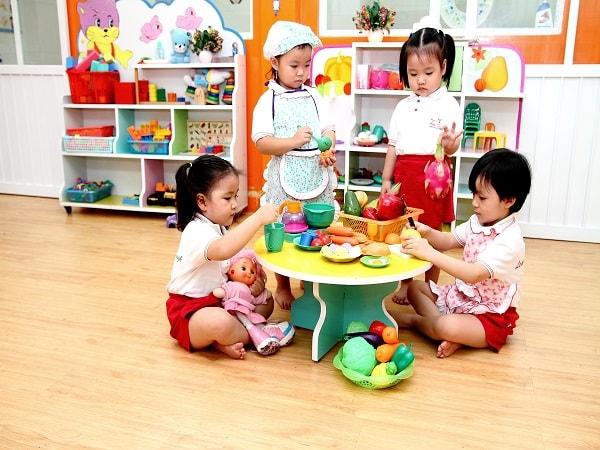 Bé thường xuyên tham gia các hoạt động nhóm giúp tăng khả năng hòa đồng cho bé