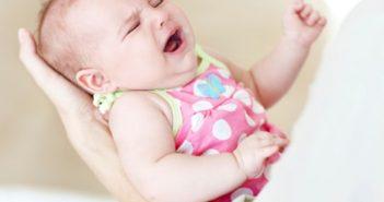 hiện tượng gồng mình ở trẻ sơ sinh