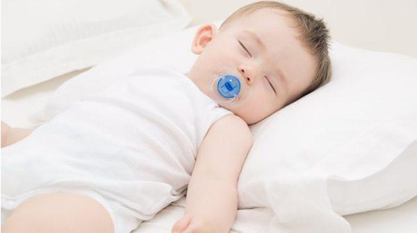 nguyên nhântrẻ sơ sinh gắt ngủ