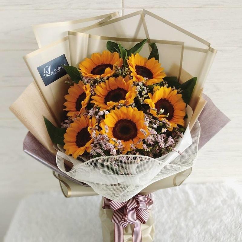 Nên tặng hoa hướng dương để chúc mừng mẹ tròn con vuông